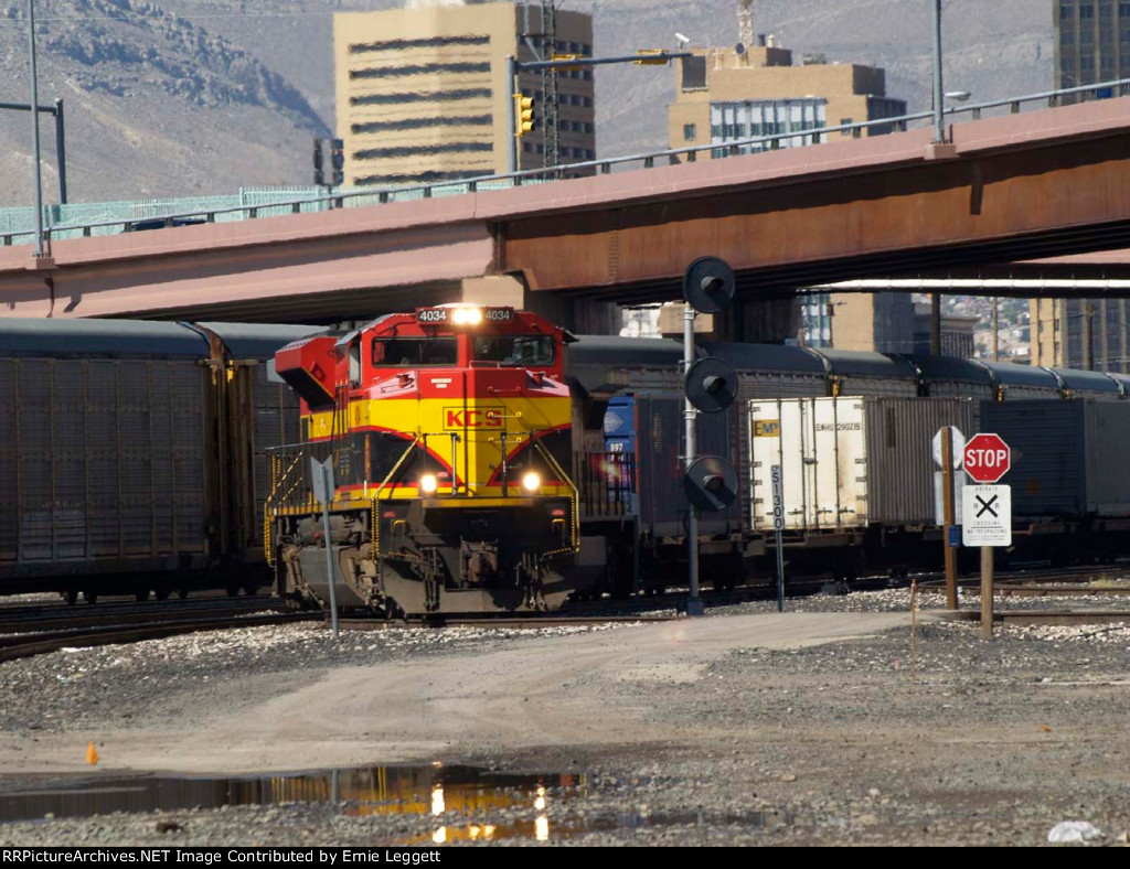 KCS 4034 leads an EB doublestack (ZTUG4) at 10:00am