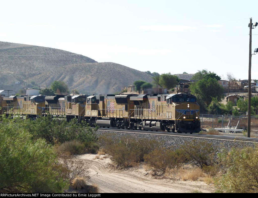 UP 7919 leads a WB doublestack at 9:05am