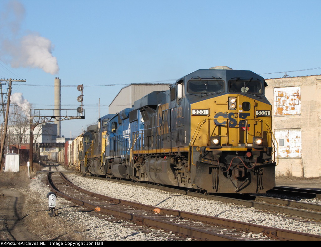 5331 leads Q334 past the east end of Old 17