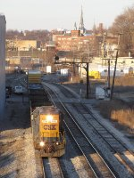 CSX 2781 rolls through a spot of sun as it leads Y221 back towards the yard