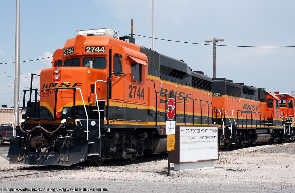 BNSF 2744