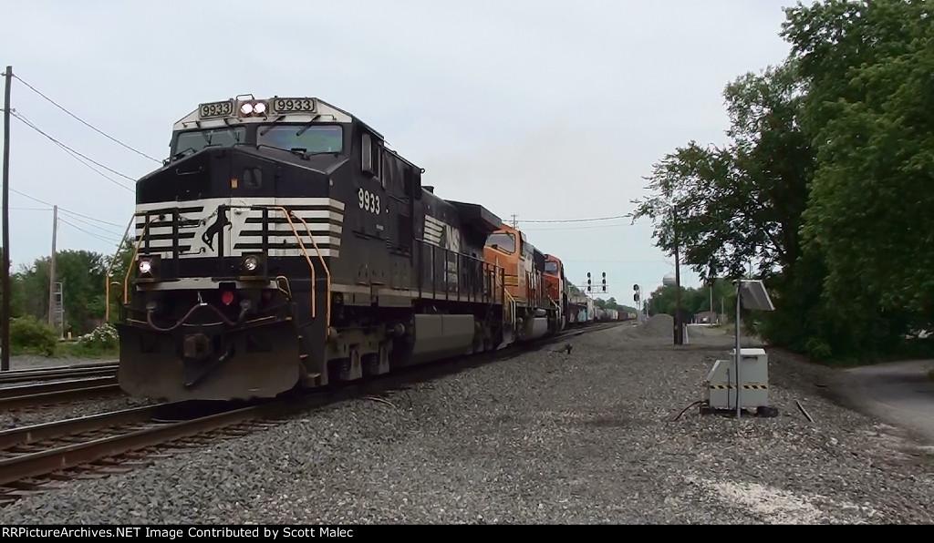 NS 9933, BNSF 8932 & 7454