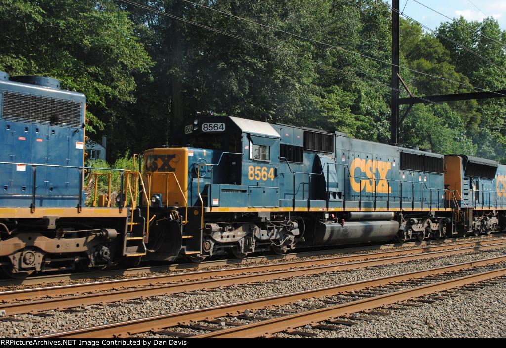 CSX 8564 on Q439-12