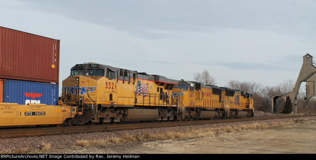 UP 5229 & others (3)