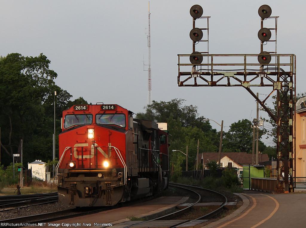 CN 2614 west at Brantford.