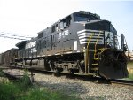 NS 9478 Watching the Memorial Day Parade