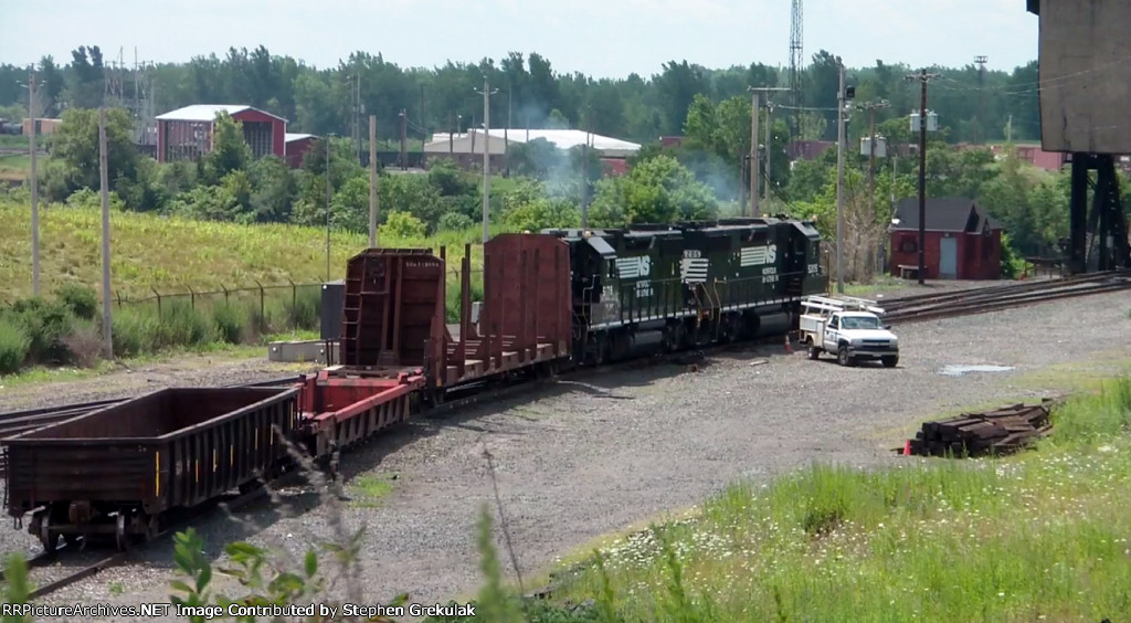 NS Local makes its way back to Tift St Yard after switching in Buffalo Junction Yard
