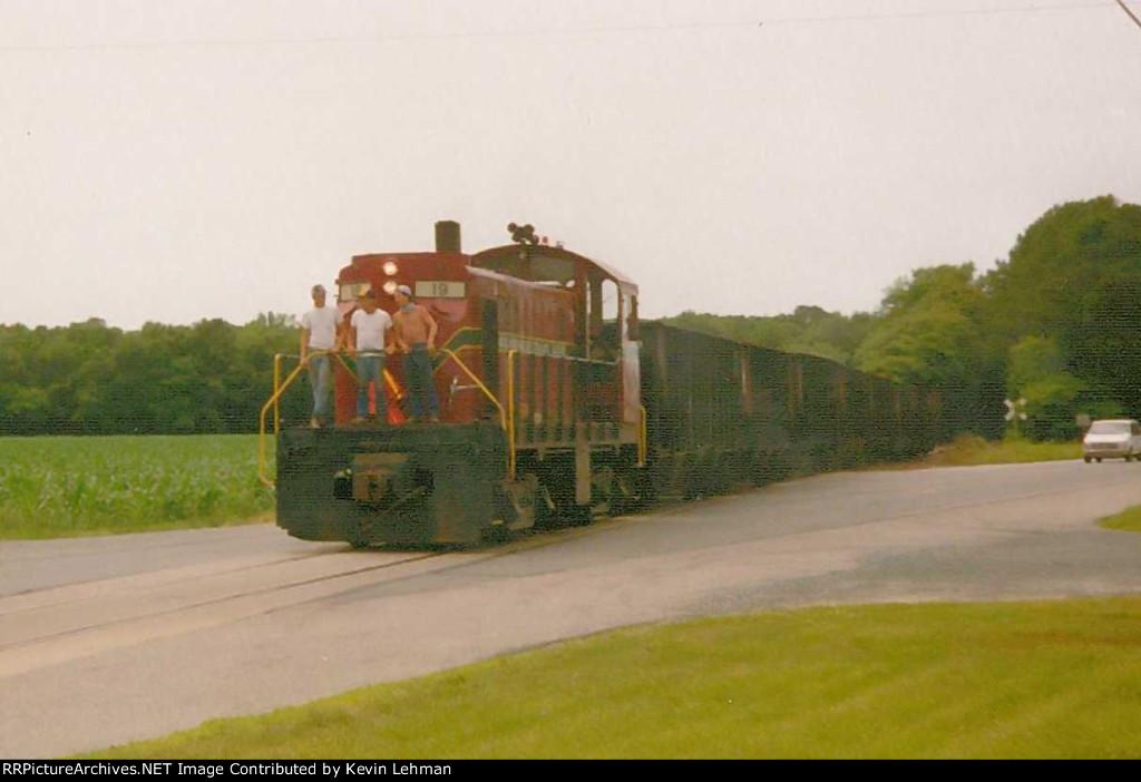 DCLR T6 #19 with stone train going towards Lewes,De