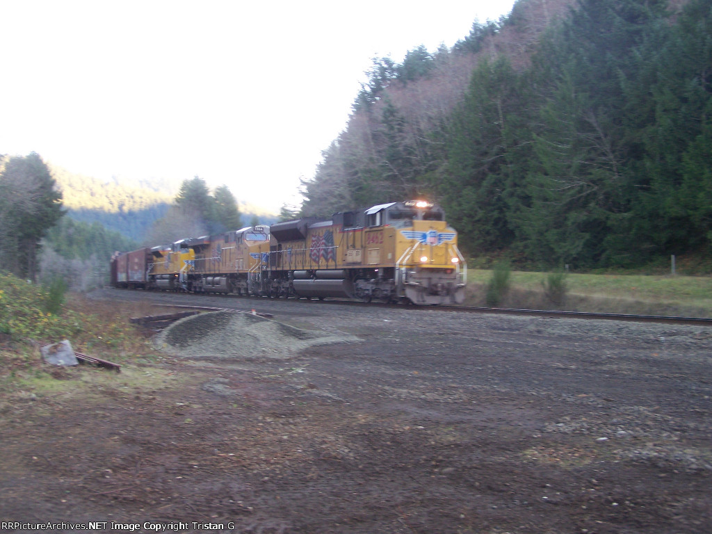 UP 8462 Leads a Trio on the MRVPW