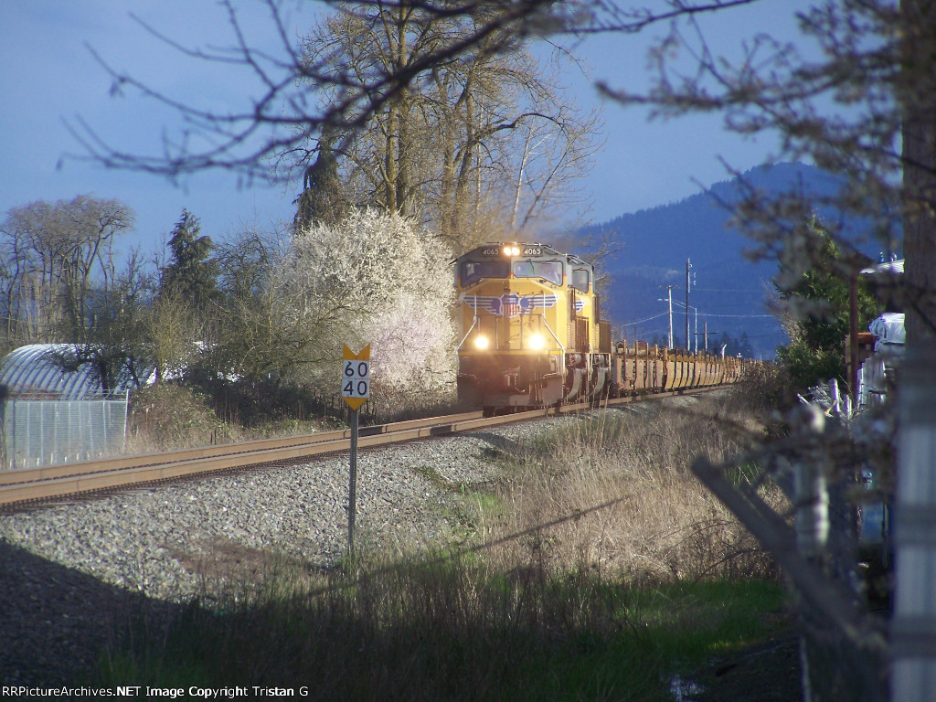 Two SD70Ms Lead a Baretable Headed to Tacoma