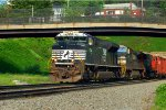 NS SD70M-2 2744 leads 69Q