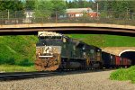 NS SD70M-2 2663 leads 651