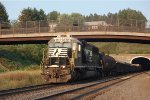 NS SD40E 6301 leads Y249