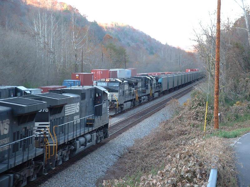 NS Trains 196 & 50Q meet