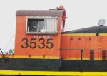 BNSF 3535, engineer's side, cab close-up
