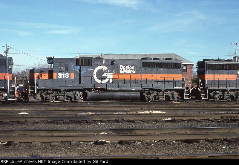 B&M 313(GP40-2)