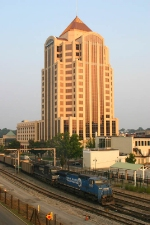 NS 8364 Rolls Past The Wachovia (Formerly First Union) Tower