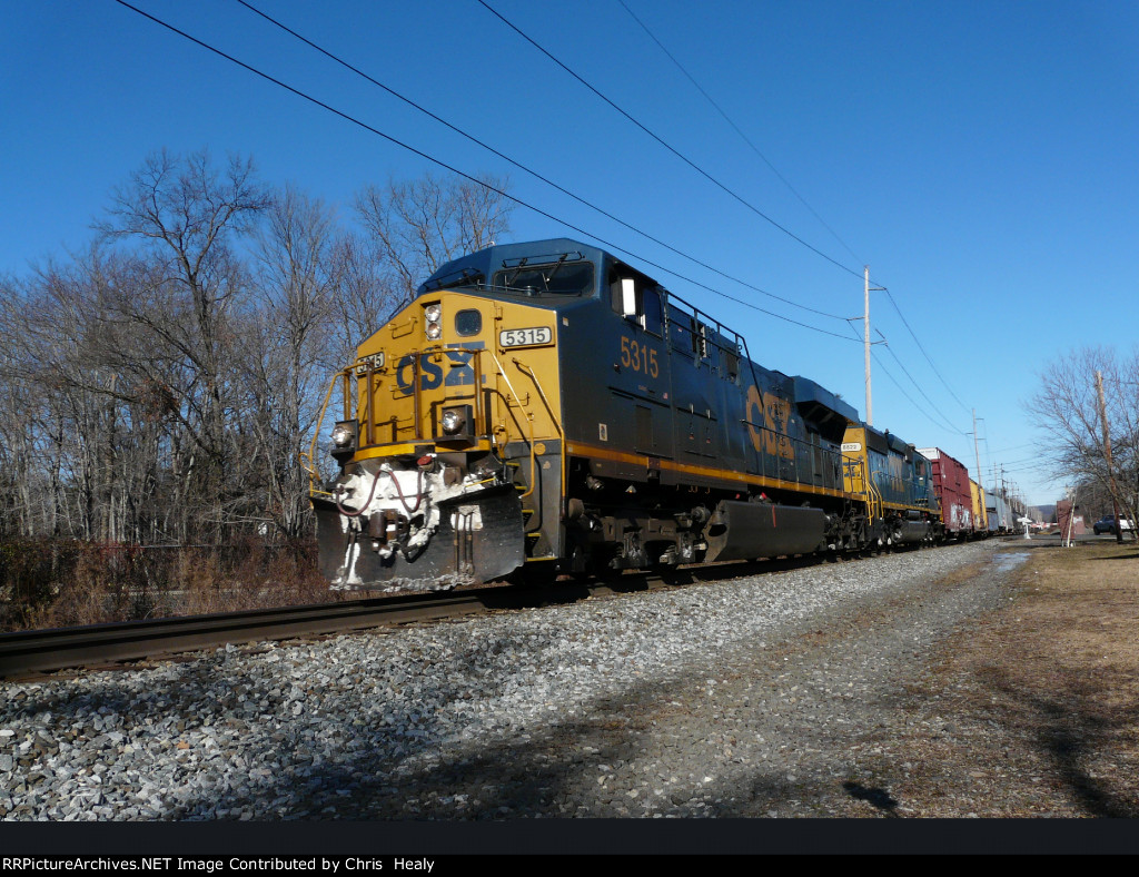 CSX 5315 brings signs of winter to the River Line