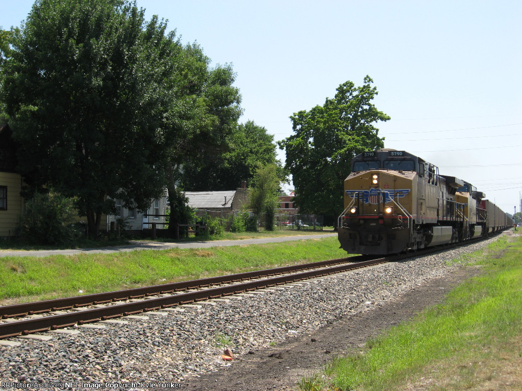 NB UP emties on CN tracks