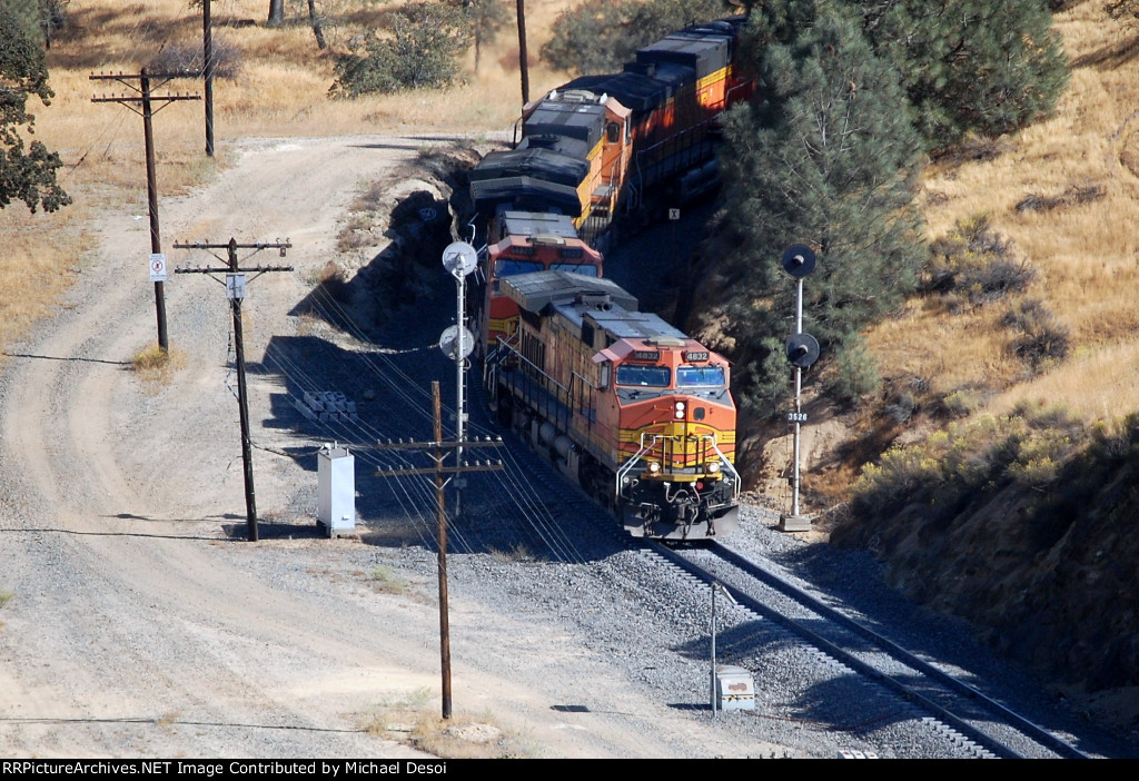 BNSF C44-9W #4832 leads a westbound past the signals before entering the loop
