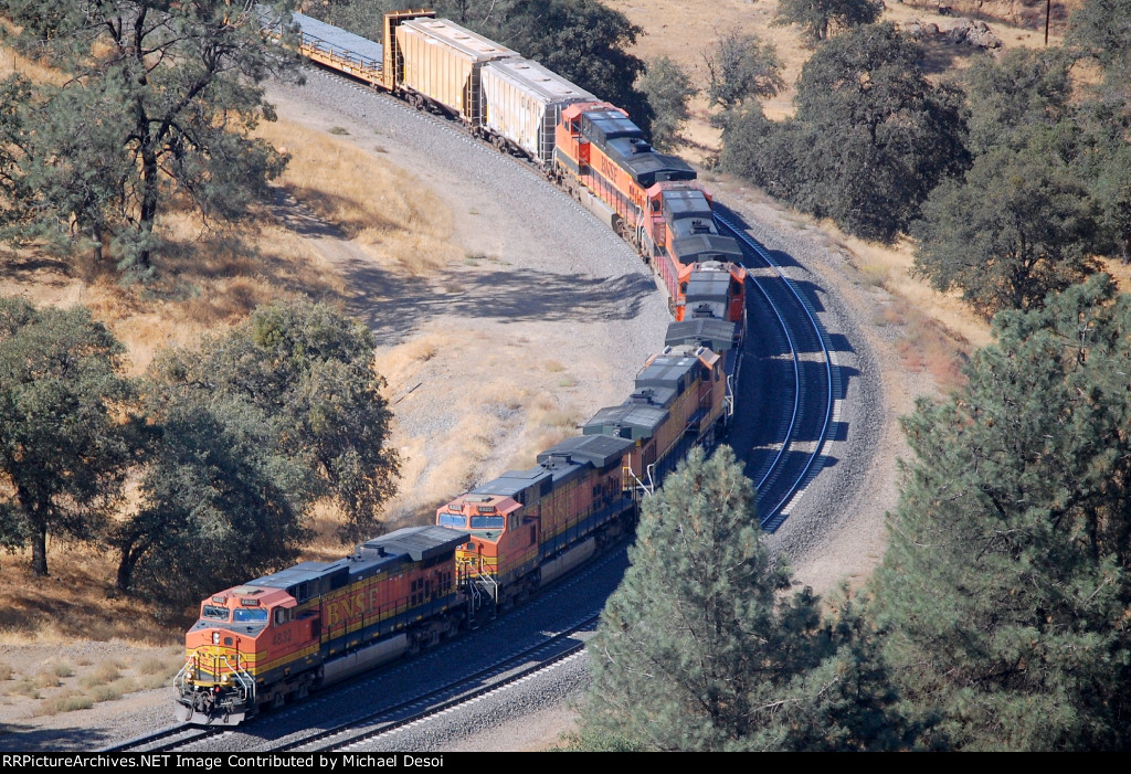 BNSF C44-9W #4832 is heading a 6 unit lashup heading westbound & into the tunnel