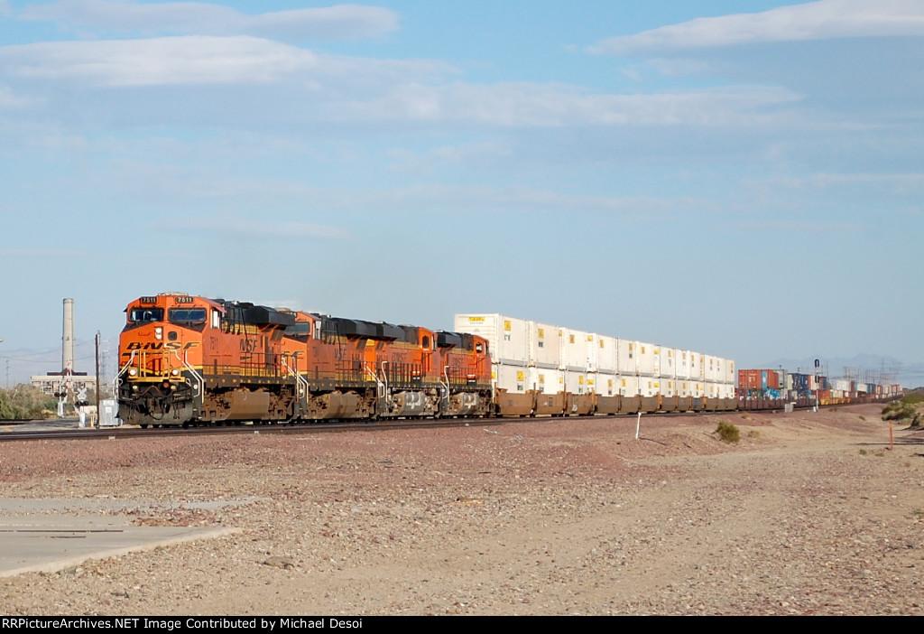 BNSF ES-44DC #7511 leads a westbound intermodal