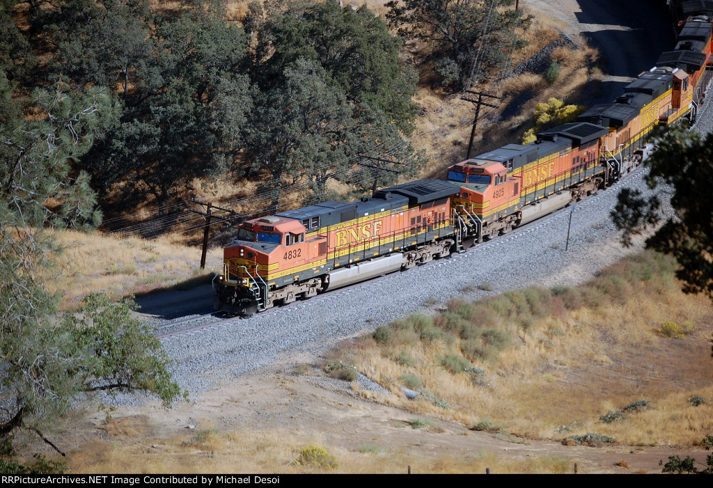 BNSF C44-9W #4832 leads a westbound through the S curves before entering the loop