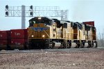 UP SD-70ACE #8404 grinds its way around the curve with a westbound intermodal