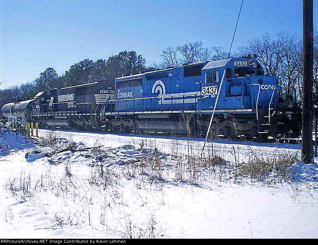 NS 3437 & 6679 sit in the snow