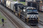 NS 37A with two C40-9Ws