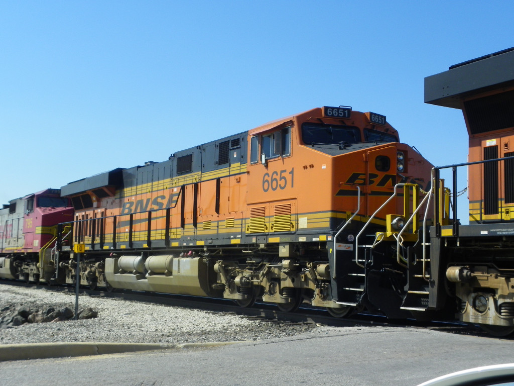 BNSF ES44C4 6651