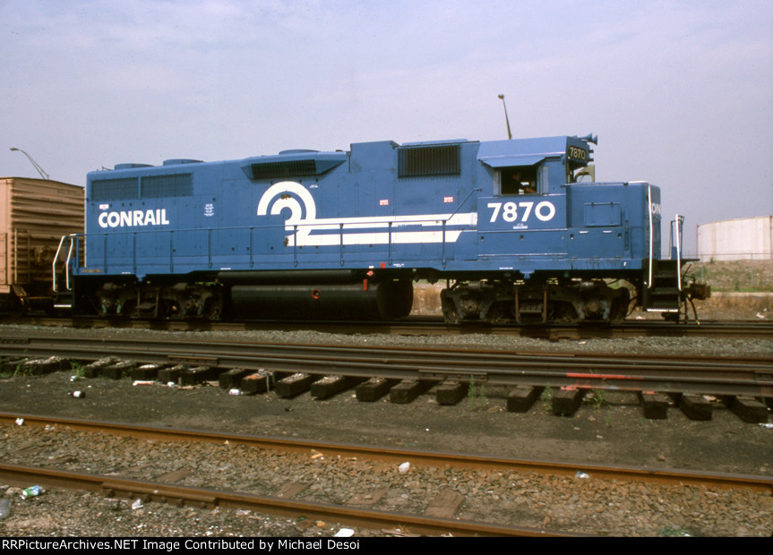 CR GP-38 #7870 swithces cars on Delaware Ave.