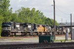 NS2581 leading 6 other locos