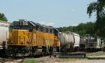 LLPX 2245 pulling into the yard