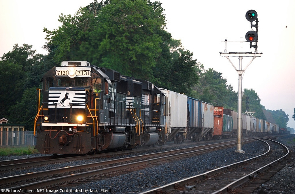 NS 7131 Leads a manifest before sunrise.