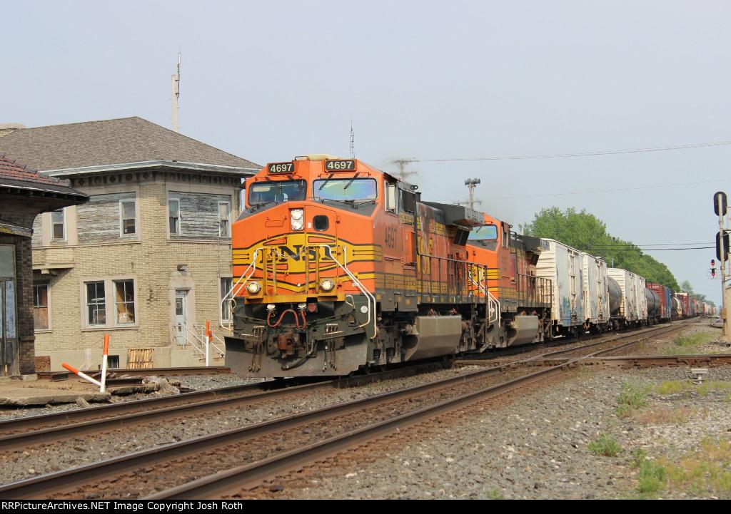 BNSF 4697 & BNSF 5525