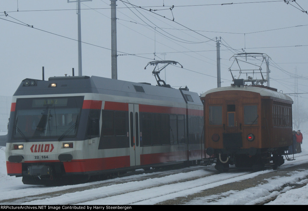 Old and new rollingstock of the LInzer LOkaalbahn(LILO)