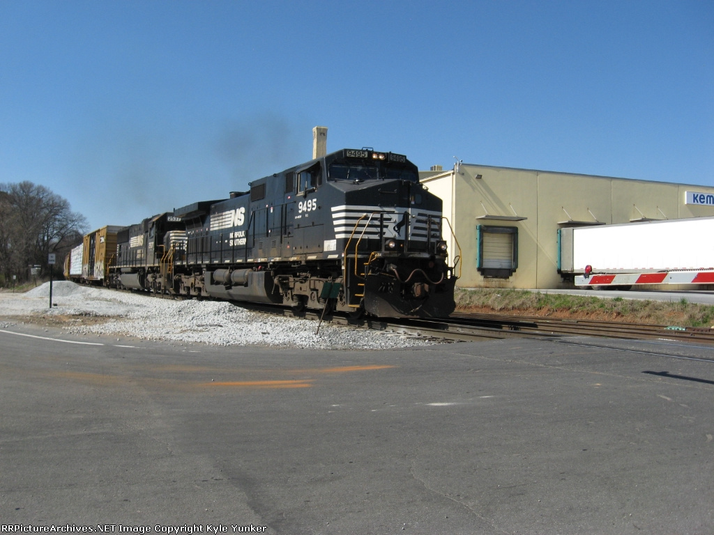 One time I actually was glad to see a catfish leading a train. SB CSX freight Q581 sporting NS power