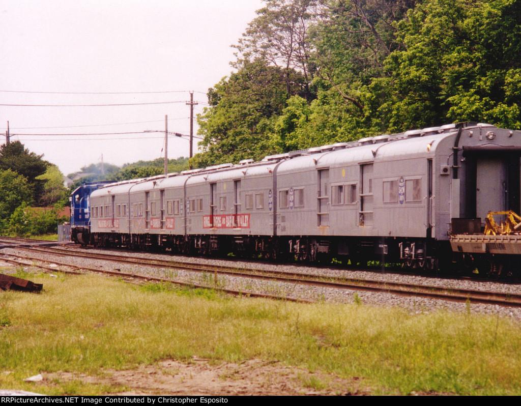 NS GP38-2 5299 w/ the Circus Train
