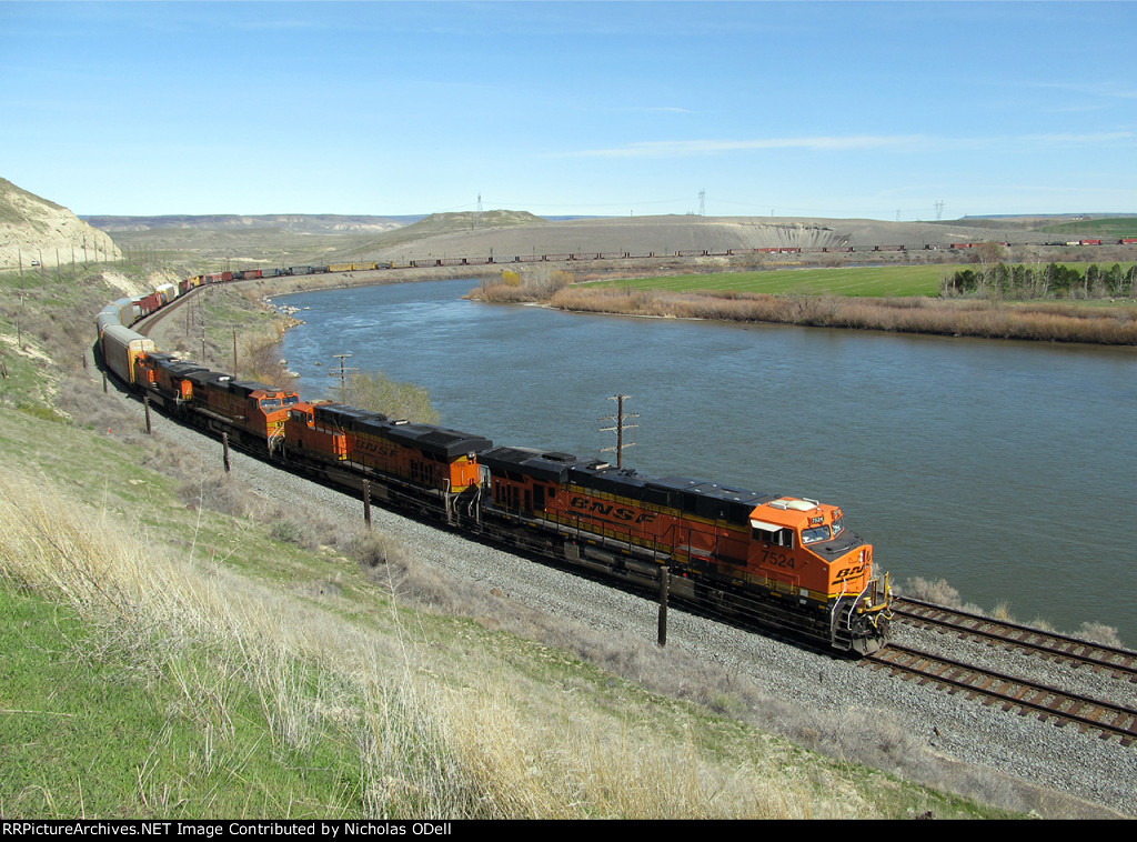 BNSF 7524 on the Snake River