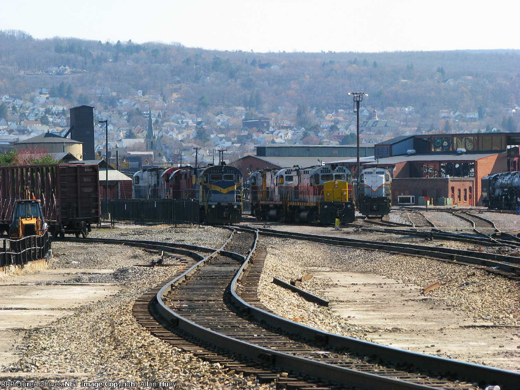 Looking east (south) into Steamtown yard