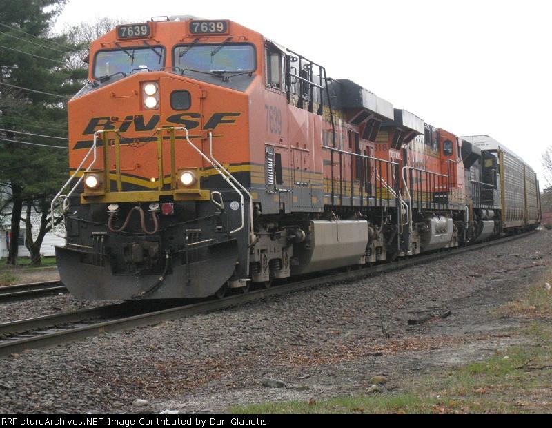BNSF 7639, BNSF 7618, NS 2662 on AYMO through Shirley