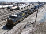 CSX 5278 & 428 roll around Clearing Yard with Q113