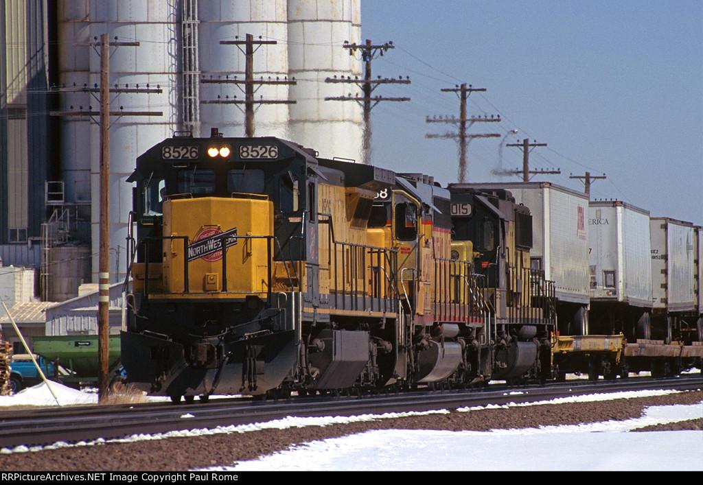 """CNW 8526, GE C40-8, leads the westbound """"Bird"""" Z-Train on the UPRR"""