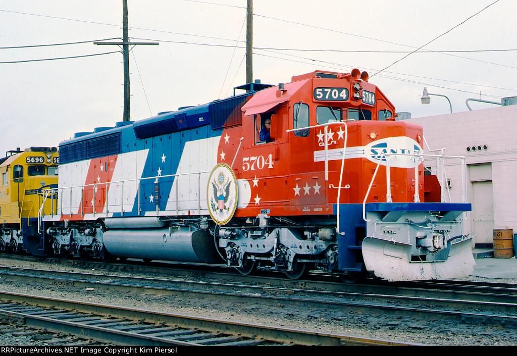 ATSF 5704 Bicentennial