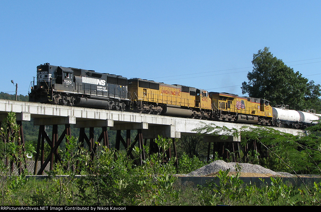 NS 187 heads across the Leeds trestle in full dynamics.