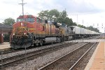 Eastbound intermodal rumbles east with BNSF/CSX power