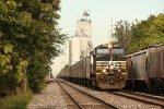 NS 9344, westbound NS train 255
