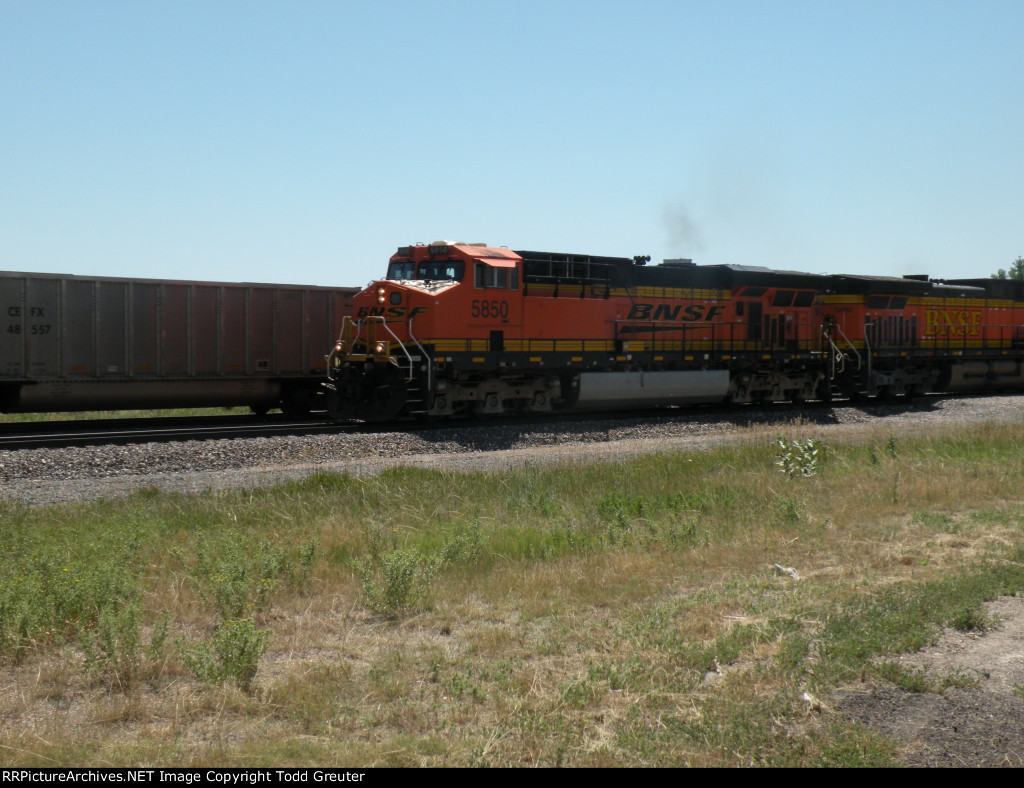 BNSF 5850