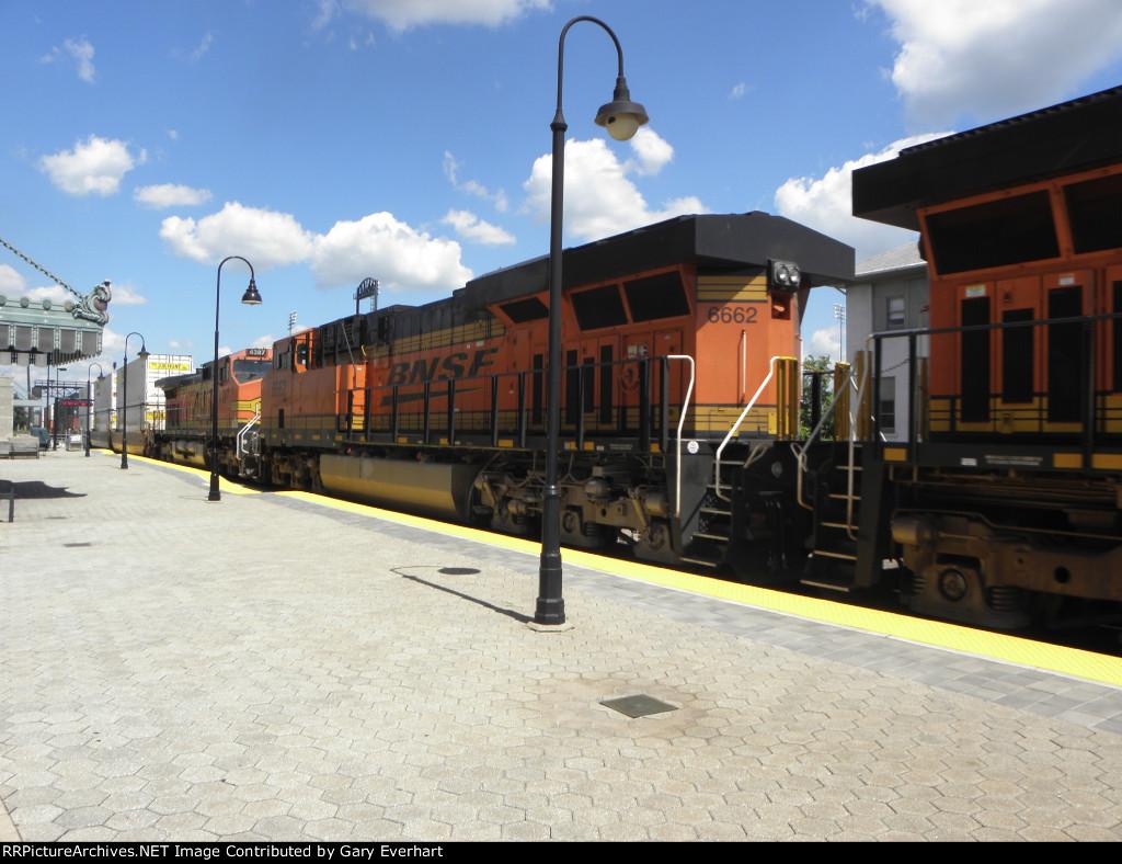 BNSF 6662 and BNSF 4387